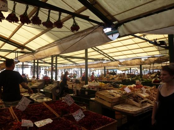 Fruit and veggie market